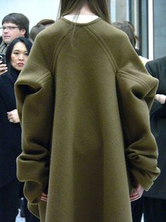 This oversized sweater looks soooooo comfortable! Wish I had one for the snowy weather outside.
