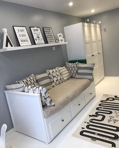 White and Silver Bedroom Decor Ideas - Home Decor Bliss White and Silver Bedroom Decor Ideas - Home Decor Bliss White And Silver Bedroom, Silver Bedroom Decor, White Bedroom, Guest Bedroom Decor, Decor Room, Room Ideas Bedroom, Small Room Bedroom, Cozy Bedroom, Teen Bedroom