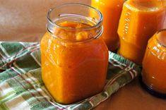 Konfitura dyniowa z pomarańczą i cynamonem : Składniki: 500 g dyni 1 pomarańcza 1 cytryna 150 g cukru szczypta cynamonu szczypta gałki muszkatołowej Wykonanie: Przyprawy jak cynamon i gałka musimy dać. Przepis na Konfitura dyniowa z pomarańczą i cynamonem Hot Sauce Bottles, Salsa, Food, Drinks, Projects, Thermomix, Gravy, Beverages, Blue Prints