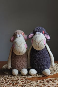 Crochet sheeps... Pattern by Vendulka Maderska.