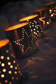 Ljuslyktor av konservburkar.