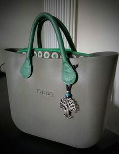 Vulcano Chanel Handbags, Louis Vuitton Handbags, Purses And Handbags, Louis Vuitton Designer, Designer Handbags, Big Bags, Women's Bags, Pandora Bag, Girl Bottoms