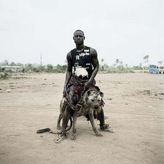 "Pieter Hugo Abdullahi Mohammed with Gumu, Ogere-Remo, Nigeria, 2007 dalla serie ""Gadawan Kura – The Hyena Men Series II"" c-print ✕ cm Hyena Man, Unusual Animals, Unusual Pets, Baboon, Contemporary Photography, Weird World, Black History, Animal Kingdom, Transformers"