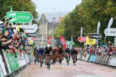 Edvald Boasson Hagen holds off the peloton to win stage 8 in Britain