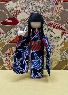 Japanese Paper Doll for 1500 free paper dolls, go to my website Arielle Gabriel's The International Paper Doll Society. Japanese Origami, Japanese Paper, Japanese Prints, Origami And Kirigami, Paper Crafts Origami, Snow Leopard Drawing, Reggio Emilia, Asian Crafts, Asian Quilts