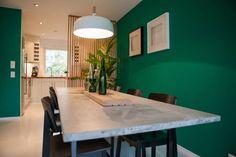 Nytt spisebord med betong-look-overflate.