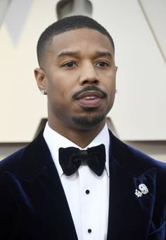 Michael B. Jordan wearing two single Piaget earrings clustered together on his lapel at the 2019 Oscars Michael Bakari Jordan, All Black Suit, Gorgeous Black Men, Diamond Earing, Charming Man, The Best Films, Black Panther, How To Look Better, Avengers