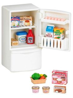 Your Sylvanians will never go hungry again with the Sylvanian Families Refrigerator Set. This set includes a white fridge-freezer with lots of food items to store inside. Your Sylvanians will have all Sylvanian Families, Accessoires Lps, Promo Amazon, Amazon Fr, Ice Cream Containers, Yogurt Ice Cream, Up Theme, Jus D'orange, 230