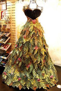 Designs: Paper Roses (and fabulous dresses.), Capadia Designs: Paper Roses (and fabulous dresses.), Capadia Designs: Paper Roses (and fabulous dresses. Christmas Tree Dress, Christmas Decor, Paper Clothes, Barbie Clothes, Recycled Dress, Recycled Clothing, Design Textile, Paper Fashion, Fashion Art