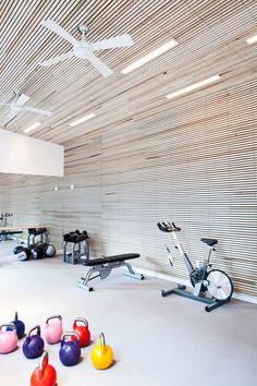 Een fitnesscentrum op kantoor, wie wil dit nou niet! #gezond #sport #kantoorinrichting