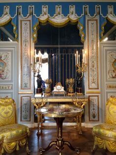 Habitually Chic's Gorgeous Pics of the Newly Restored 18th Century Gallery at the Louvre. View her latest post, it is stunning.