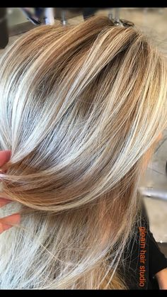 Blonde Balayage on Dark blonde base. - - Blonde Balayage on Dark blonde base. Dark Blonde Hair Color, Dark Hair With Highlights, Hair Color Balayage, Chunky Highlights, Caramel Highlights, Summer Highlights, Pretty Hair Color, Hair Color And Cut, Hair Colour