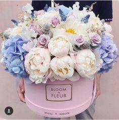 Bloom de Fleur bouquet for the win, complete with peonies and hydrangeas. Bloom de Fleur bouquet for the win, complete with peonies and hydrangeas. Peonies And Hydrangeas, Peonies Garden, White Peonies, Peonies Bouquet, Purple Peonies, Yellow Roses, White Roses, Pink Roses, Beautiful Flower Arrangements