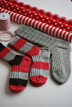 Tiina in the needles - Super knitting Crochet Socks, Knitting Socks, Hand Knitting, Knitting Patterns, Knit Crochet, Wool Socks, Knit Picks, Boot Cuffs, Sock Yarn