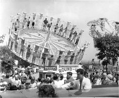 CNE Heritage Site also serves as a photographic and psychographic survey of Canadian history as it played out every year. Vintage Photographs, Vintage Photos, Toronto Ontario Canada, Toronto Travel, Canada Images, Canadian History, Heritage Site, Old Photos, 1960s Food