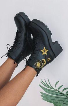Dr Shoes, Hype Shoes, Me Too Shoes, Goth Shoes, Aesthetic Shoes, Aesthetic Clothes, Aesthetic Grunge, Sneakers Fashion, Fashion Shoes