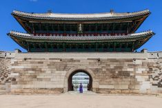 Die Top 20 Sehenswürdigkeiten in Seoul, der Hauptstadt von Korea - Swiss Nomads Seoul Korea, Louvre, Building, Top, Temple, Asia, Buildings, Shirts, Louvre Doors