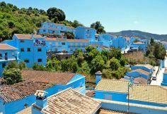 La ville bleue de Juzca près de Malaga en Espagne Spain blue