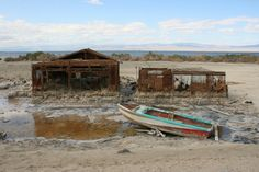Exposition shot of the Salton Sea Abandoned Cities, Abandoned Houses, Salton Sea California, Strange Places, Colorado River, Places Of Interest, Ghost Towns, Places Around The World, Montana