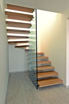 There's no way (or room) in my small house for these but it just so cool I had to pin it! Half-turn staircase / wooden steps / without risers / design OLYMPIA Delineo. Interior Railings, Staircase Railings, Interior Stairs, Spiral Staircase, Staircase Design, Stairways, Staircase Glass, Glass Railing, Wall Railing