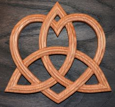 Triquetra with Heart - Trinity Celtic Knot - Red Oak Wall Hanging Druid Tattoo, Adoption Tattoo, Celtic Prayer, Ring Tattoo Designs, Viking Pattern, Celtic Druids, Celtic Symbols, Celtic Knots, Love Spoons