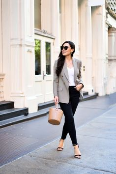 8 Fall Fashion Staples That Aren't Going Out of Style - blazers Blazer Jeans, Blazer Outfit, Cute Blazers, Blazers For Women, Grey Blazers, Fall Fashion Staples, Autumn Fashion, Backless Loafers, Dressing