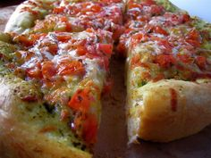 Bruschetta Pizza... seriously this recipe looks sooo easy - I'm going to try using balsamic rather than red wine vinegar.
