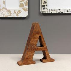 litera A, wysokość 20 cm. Wykonana z naturalnego drewna Merbau. Ręcznie polerowana