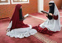 Hijab Niqab, Hijab Chic, Hijabi Girl, Girl Hijab, Muslim Fashion, Hijab Fashion, Animated Love Images, Beautiful Muslim Women, Islamic Girl