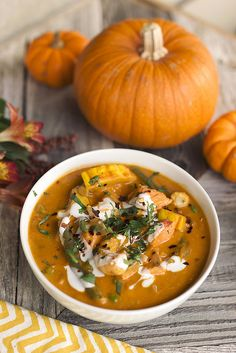 Thai Pumpkin Curry with Salmon and Shrimp - Tasty Yummies Thai Pumpkin Curry, Pumpkin Soup, Pumpkin Recipes, Fish Recipes, Seafood Recipes, Cooking Recipes, Healthy Recipes, Salmon Recipes, Ideas