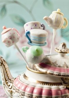 Tea Time Cake Pops: Kick off high tea with beautifully-detailed cake pops in the shape of teapots & teacups / http://www.mollybakes.co.uk/