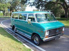 Hooniverse Van-Tastic Weekend – A 1972 Chevy Beauville Van Old Vintage Cars, Vintage Trucks, Gmc Trucks, Pickup Trucks, Bedford Van, Mens Vans Shoes, Vans Men, Chevy Vehicles, Vanz