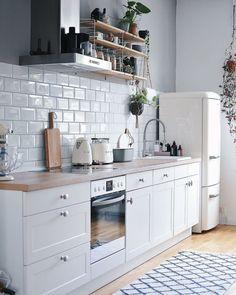 Kitchen Inspiration // Jennifer Paro The Perfect Scandinavian Style Home Kitchen Room Design, Home Decor Kitchen, Kitchen Furniture, Kitchen Interior, New Kitchen, Home Kitchens, Kitchen Decorations, Scandinavian Kitchen, Scandinavian Style Home