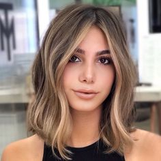 Brunette Hair With Highlights, Brown Blonde Hair, Balayage Hair Blonde, Medium Hair Styles, Short Hair Styles, Medium Hair Cuts, Thin Hair Cuts, Pelo Color Caramelo, Gorgeous Hair Color