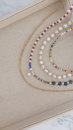 Diy Jewelry Necklace, Seed Bead Necklace, Cute Jewelry, Pearl Jewelry, Seed Beads, Beaded Jewelry, Jewlery, Jewelry Accessories, Beaded Necklace