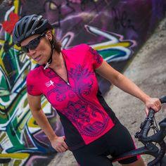 Cycle kit of the Maori cycle shirt and short at favourable set pirce of euro. Funky Design, Cycling, Glamour, Kit, Womens Fashion, Shirts, Maori, Biking, Bicycling