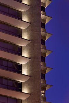 德悅建設-天映月/原碩照明設計顧問有限公司 Wall Wash Lighting, Balcony Lighting, Facade Lighting, Exterior Lighting, Outdoor Lighting, Architectural Lighting Design, Landscape Lighting Design, Architectural Elements, Light Architecture