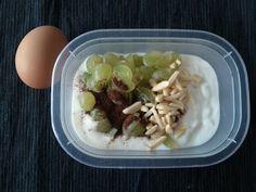 2 block breakfast 1P 1C 1F - 200gr low-fat   joguhrt  1 C - 60gr grapes  1 F - almonds  1 P - egg + bourbon vanilla, salt