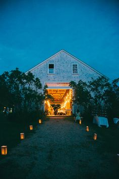 New Hampshire farm wedding | Photo by Emily Delamater Photography | Read more - http://www.100layercake.com/blog/?p=70297