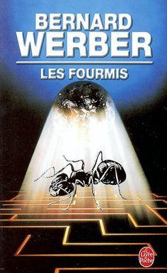 Le temps que vous lisiez ces lignes, sept cents millions de fourmis seront nées sur la planète.Sept cents millions d'individus dans une communauté estimée à un milliard de milliards, et qui a ses villes, sa hiérarchie, ses colonies, son langage, sa production industrielle, ses esclaves, ses mercenaires... Ses armes aussi. Terriblement destructrices. Lorsqu'il entre dans la cave de la maison léguée par un vieil oncle entomologiste, Jonathan Wells est loin de se douter qu'il va à leur…