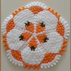 Art Drawings Sketches, Lily, Easter, Holiday Decor, Instagram, Crochet Dollies, Handmade Cushions, Crochet Motif, Crochet Rugs