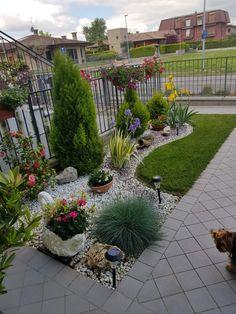 Front Yard Garden Design, Front Garden Landscape, Garden Yard Ideas, Backyard Garden Design, Small Garden Design, Yard Design, Backyard Ideas, Small Front Yard Landscaping, Landscaping With Rocks
