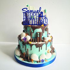 First #birthdaycake of the day is for a huge @unbirthdaybakery and chocolate bar fan here in london! Cake is all #chocolate with an underwater theme of sea effect #buttercream , #chocolatedrips @meringuegirls shards and shells, gorgeous @misssarahcake bespoke topper , sugar seashells, and @greensofdevon bright edible flowers.. This one has it ALL!!