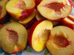 Doce de nectarina com coco by a galinha maria, via Flickr