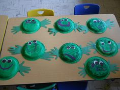 paper plate and hands frog craft