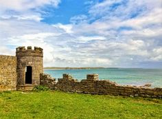 The castle was built in late 1400's by the McMahons chiefs of the Peninsula who were descendents of the the King of Munster.       The cas...