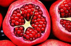 Proven Health Benefits of Pomegranate (Fruit, Juice, Seeds) Based on Scientific Studies Testosterone Boosting Foods, Best Testosterone, Healthy Seeds, Healthy Fruits, Healthy Recipes, Bio Siegel, Lucky Food, Pomegranate Fruit, Fruit Fruit