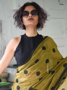 Sari Blouse Designs, Fancy Blouse Designs, Designer Blouse Patterns, Blouse Styles, Saree Jackets, Stylish Blouse Design, Saree Look, Cotton Blouses, Forgive