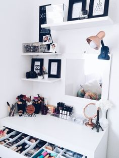 make-up room is a depiction of your character this article will certainly guide your makeup room ideas with wall surface decoration style chair Do It Yourself mirror and even more. Makeup Room Decor, Makeup Rooms, Rangement Makeup, Vanity Room, Vanity Design, Glam Room, Beauty Room, Dream Rooms, New Room