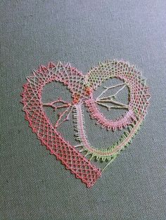 Bobbin Lace Patterns, Lacemaking, Happy Valentines Day, Machine Embroidery Designs, Brooch, How To Make, Bobbin Lace, Molde, Heart